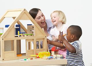 Garde d'enfant à domicile : êtes-vous assuré ?